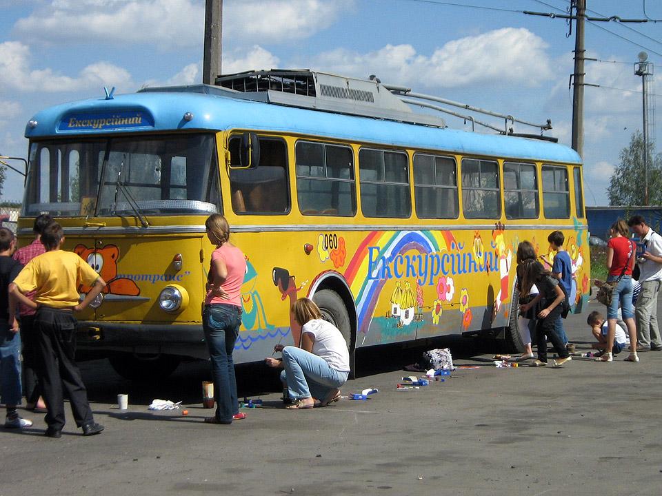 Розмальований тролейбус курсуватиме містом