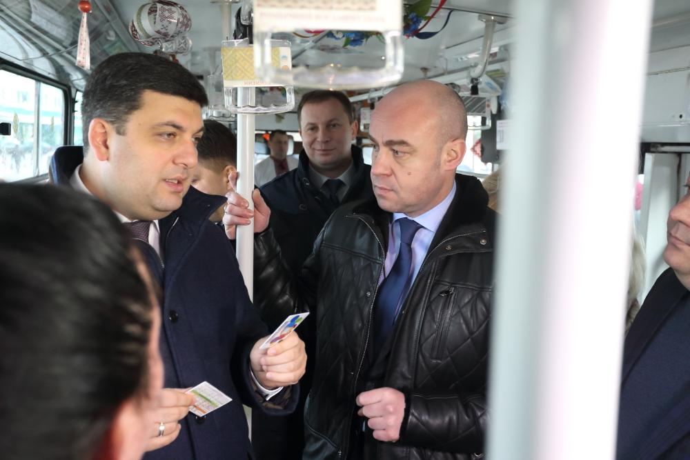 Прем'єр-міністр позитивно оцінив запровадження в Тернополі автоматизованої системи оплати за проїзд