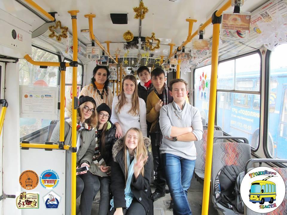Тернопільські «Тролейбуси Щастя» прикрашали навіть фізкультурники