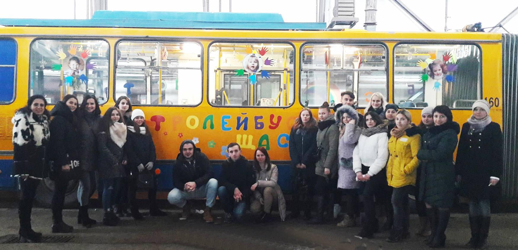 """""""Тролейбуси щастя"""" прикрашають до новорічно-різдвяних свят"""