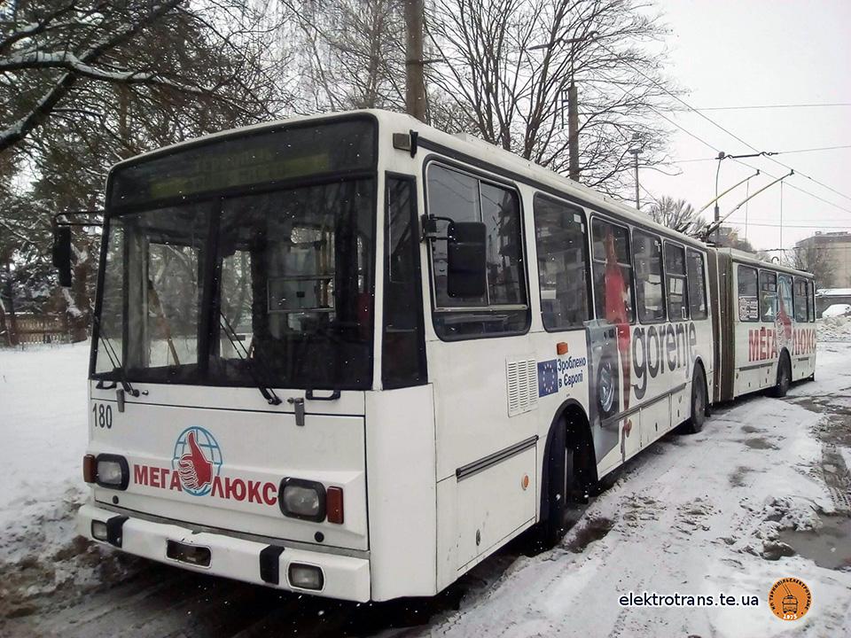 Тролейбус «Škoda 15Tr» №180 готовий виїхати на маршрути