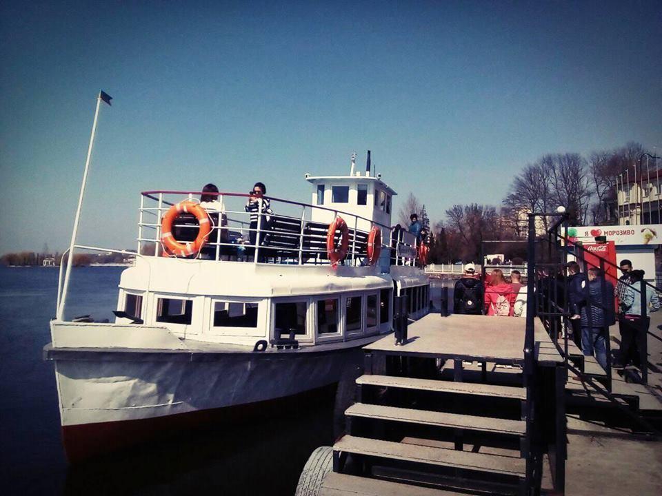 На Тернопільському ставі розпочав курсувати теплохід «Капітан Парій»