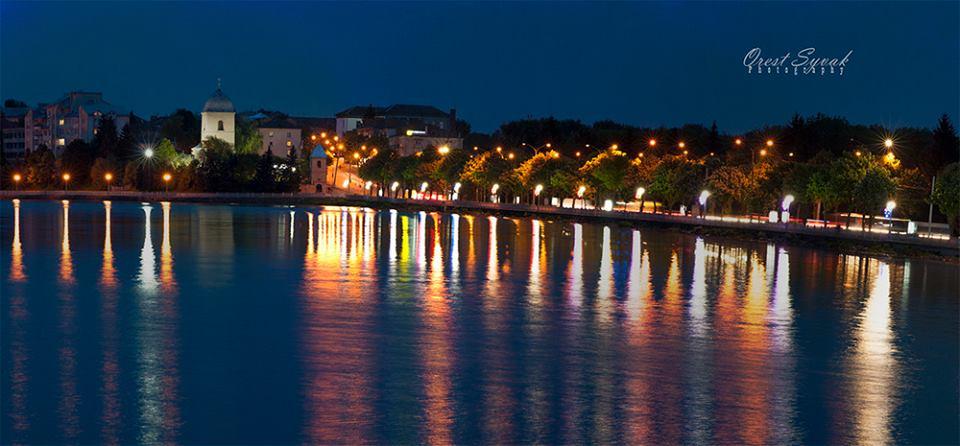 На дамбі Тернопільського ставу модернізують зовнішнє освітлення