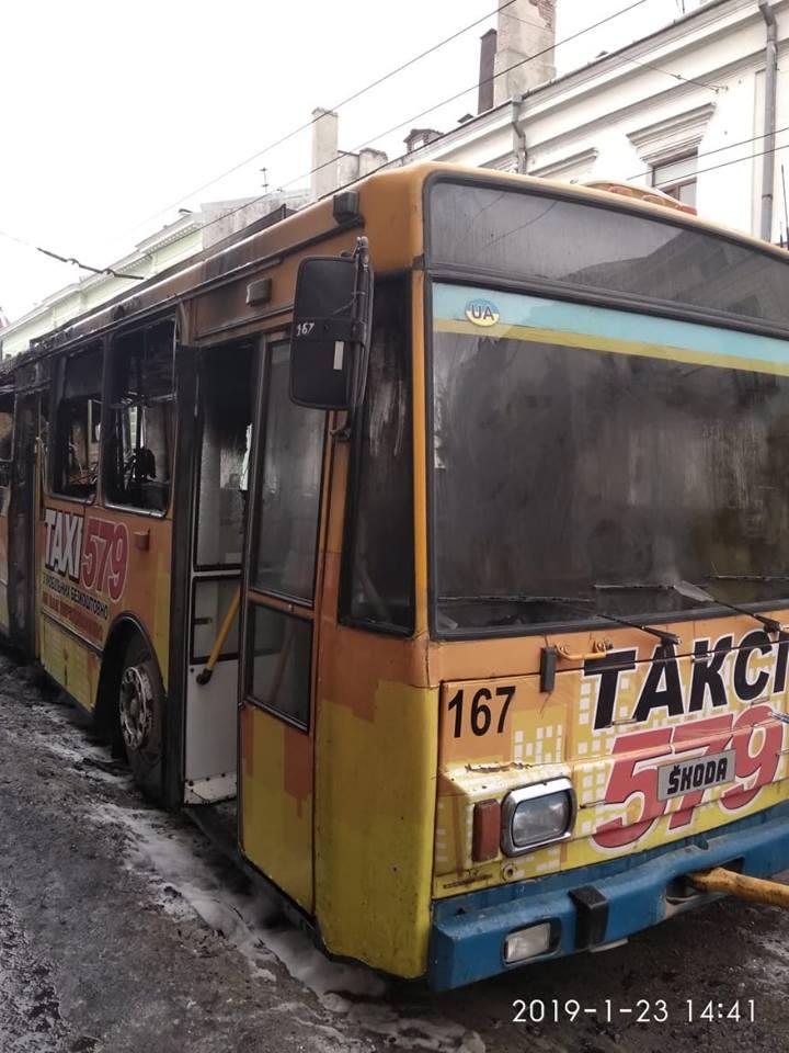 Що стало причиною пожежі у тролейбусі?