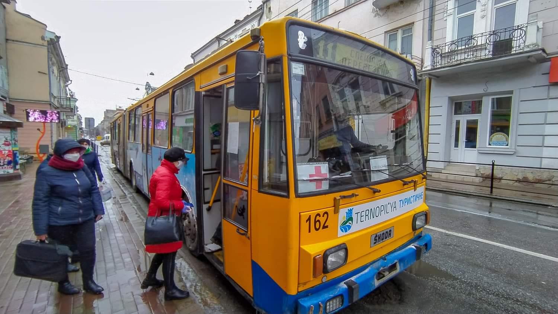 Роз'яснення щодо проїзду в автобусах і тролейбусах, які виконують спеціальні перевезення